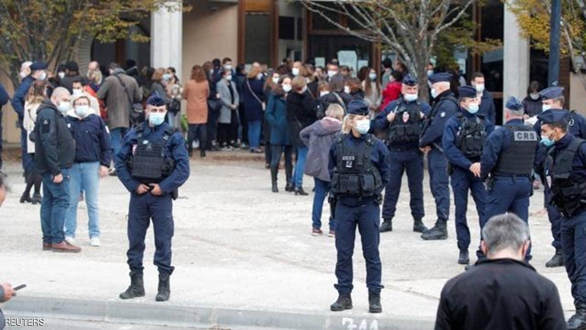 فرنسا تكشف مزيدا من التفاصيل بشأن حادثة ذبح المدرس