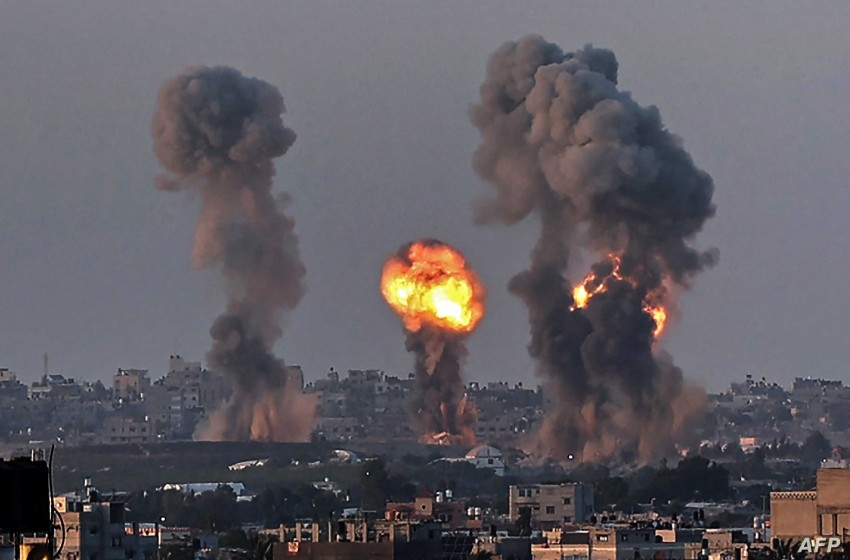 الجيش الإسرائيلي يقصف غزة ردًا على إطلاق البالونات الحارقة