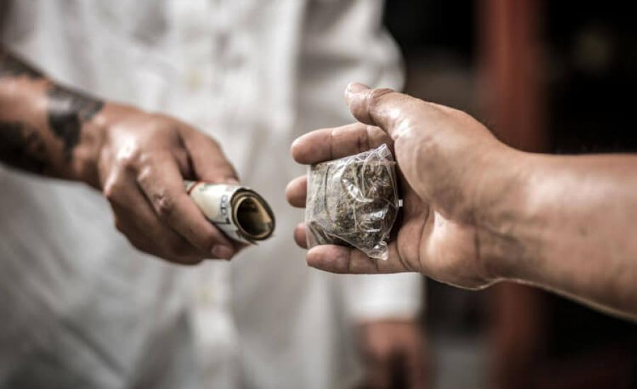الحبس 10 سنوات وغرامة مالية لتاجر مخدرات برام الله