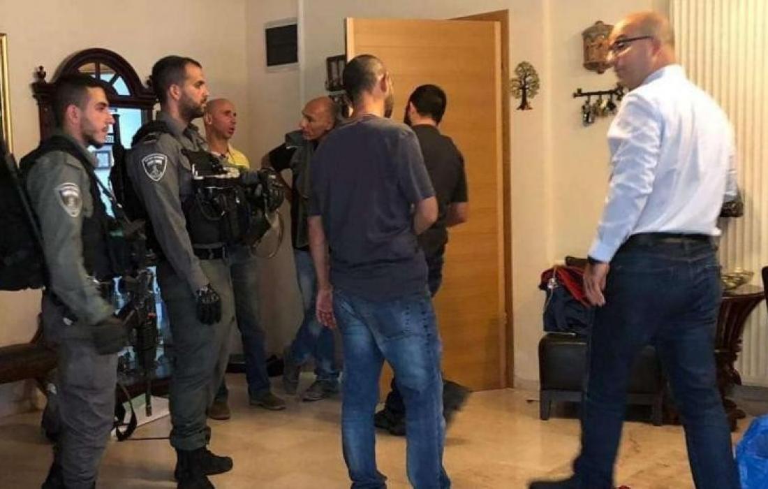 """""""شؤون القدس"""" تدين ملاحقة الوزير الهدمي وإخضاعه لتفتيش جسدي واستجوابه"""