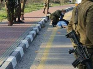 أصابة شاب برصاص الاحتلال جنوب بيت لحم بزعم محاولة تنفيذ عملية طعن