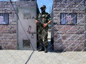 صحيفة عبرية: حماس مستعدة لإبرام صفقة تبادل وتطرح خيارين