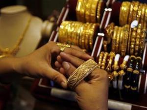 أسعار الذهب تعود للارتفاع بعد تراجع الدولار