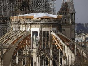 المسؤول عن ترميم كاتدرائية نوتردام: المعلم لا يزال في خطر