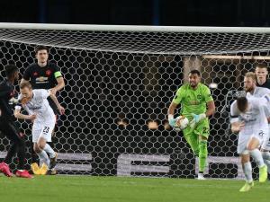 فيروس كورونا يثير الفوضى بعقود لاعبي الدوري الإنجليزي 