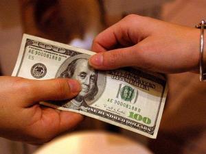 كم يعيش فيروس كورونا على النقود؟ العلماء يحددون المدة