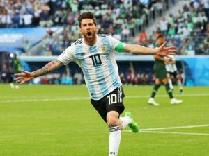 ميسي يعود للعب مع الأرجنتين بعد رفع الحظر بسبب الطرد
