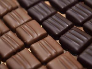 """الشوكولاتة الداكنة.. 7 """"فوائد سحرية"""" تغير حياتك وتقوي صحتك"""