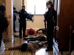 مقتل 4 أشخاص في واشنطن والكونغرس يستأنف جلسته