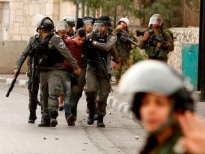 مواجهات بالضفة واعتقالات بالقدس واطلاق نار بغزة