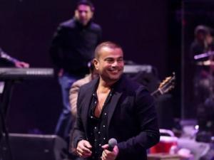 """""""سقوط"""" عمرو دياب.. كيف يتعامل الفنانون مع المواقف المحرجة؟"""
