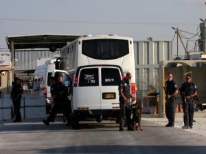 تمديد أمر الإفراج عن الأسرى الفلسطينيين ذوي الأحكام القصيرة