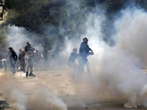 """أكثر من 600 معتقل في تونس وسعيّد يحذّر من """"بث الفوضى"""""""