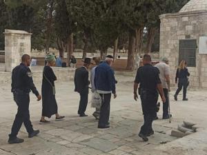 """""""صلوات صامتة"""" للمستوطنين بالأقصى واعتقالات بالضفة والقدس"""