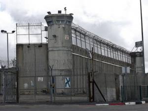 ارتفاع عدد الإصابات بفيروس كورونا بين أسرى سجن ريمون إلى 8