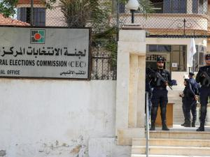 لجنة الانتخابات تتسلم قرار مجلس الوزراء بخصوص المرحلة الثانية من الانتخابات المحلية
