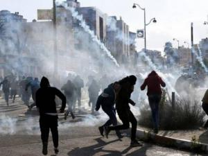 إصابة 40 فلسطينيا في مواجهات مع الاحتلال بالضفة