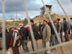إصابة عدد من العمال برصاص الاحتلال قرب بوابة فرعون جنوب طولكرم