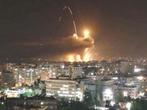 """إصابة أربعة جنود سوريين في هجوم """"إسرائيلي"""" على محيط دمشق"""