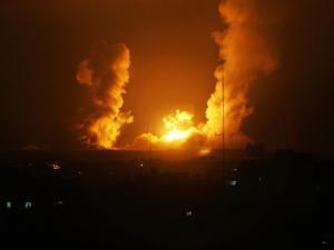 الطائرات الحربية الإسرائيلية تشن سلسلة غارات على مواقع بقطاع غزة