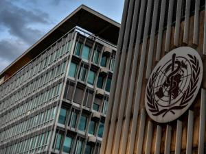 """مسؤول بالصحة العالمية يكشف موعد """"الخلاص"""" من كورونا"""