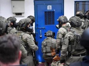 """قوات القمع تقتحم قسمي (5) و(6) في سجن """"مجدو"""""""