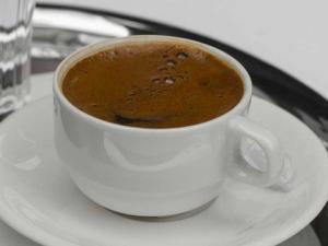"""تحذير من شرب 4 أكواب قهوة يوميا.. """"كارثة"""" بانتظارك"""