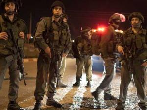 الاحتلال يعتقل 4 أشقاء من بلدة بيت أمر