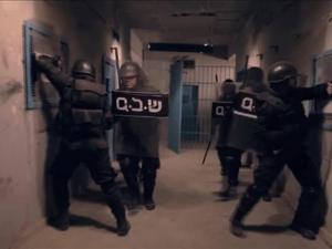 """وحدات القمع تنفذ هجمة شرسة على قسم 3 بـ""""جلبوع"""""""