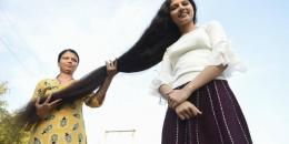بالصور والفيديو.. صاحبة أطول شعر تقصه أخيرا
